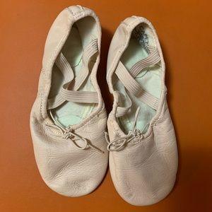 Capezio leather shoes sz 1.5
